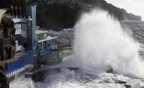 Mau tempo: Capitania do Funchal  prolonga aviso de agitação forte até segunda-feira