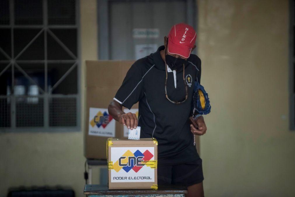 Venezuela: Começa hoje consulta popular sobre validade da eleição de domingo