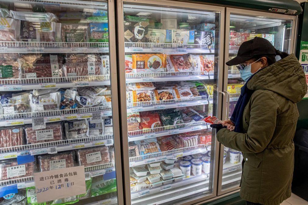 Covid-19: China volta a detetar vírus em produtos congelados oriundos do Brasil