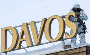 Covid-19: Fórum de Davos reúne-se presencialmente em Singapura em maio
