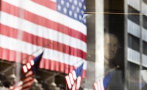 Wall Street em terreno misto entre receios da pandemia e expectativas de pacote económico