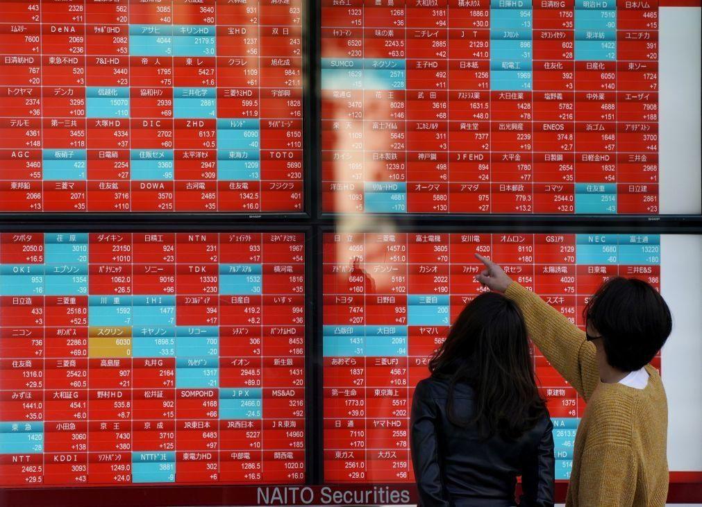 Bolsa de Tóquio fecha a perder 0,30%