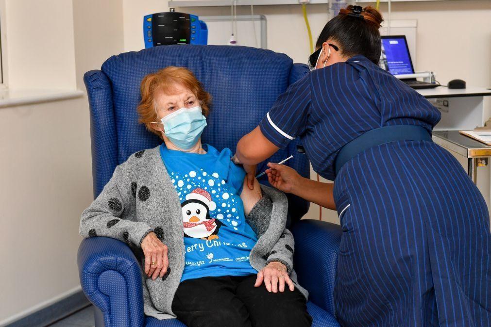 Covid-19: Mulher de 90 anos foi a primeira a ser vacinada no Reino Unido