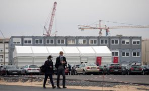 Construção da fábrica da Tesla na Alemanha suspensa devido a queixa de ambientalistas
