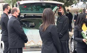 Corpo de Sara Carreira já chegou à Basílica da Estrela