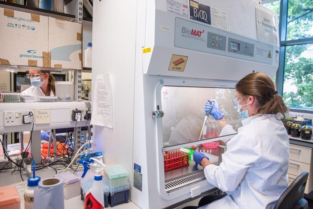 Análise de resultados da vacina Oxford/AstraZeneca confirma eficácia até 90%