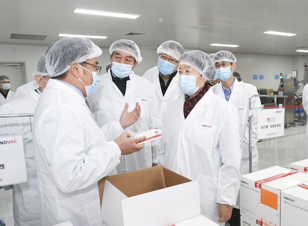 Covid-19: Província chinesa vai vacinar de urgência dois milhões de pessoas após detetar surto