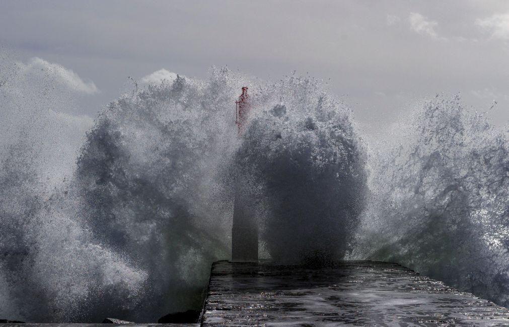Dez distritos sob aviso amarelo no fim de semana devido à agitação marítima