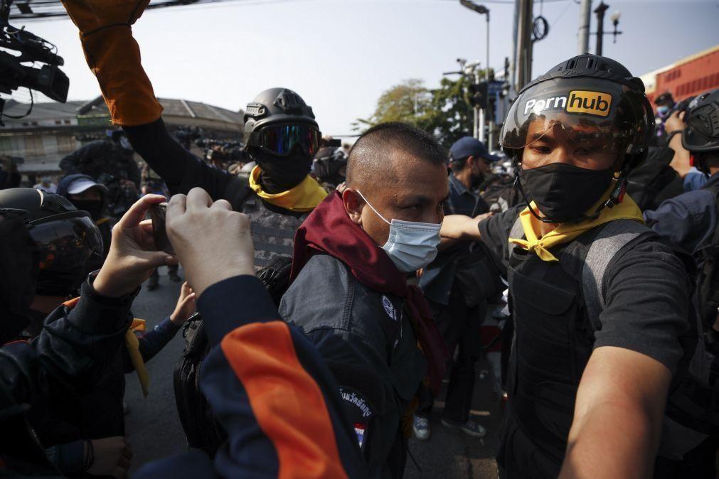 Ativistas pedem frente à ONU de Banguecoque  fim de lei 'lesa-majestade'