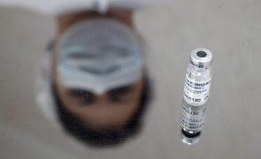 Covid-19: Rússia vacina 100 mil militares até ao fim do ano com a Sputnik V