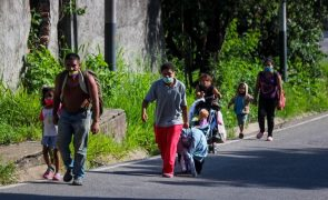 Venezuela: Mais de 500 pessoas continuam a deixar diariamente o país