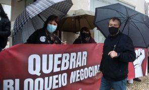 Professores acusam Governo de impor bloqueio negocial