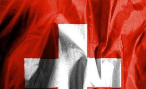 Portugueses sem resposta à petição para travar quarentena obrigatória na Suíça