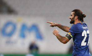 Sérgio Oliveira renova com FC Porto até 2025