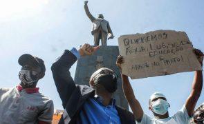 Angolanos em França manifestam