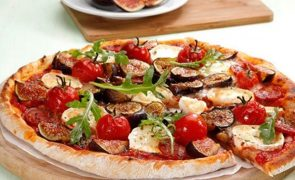Pizza de figo e queijo de cabra Com esta receita faz um brilharete em qualquer jantar!