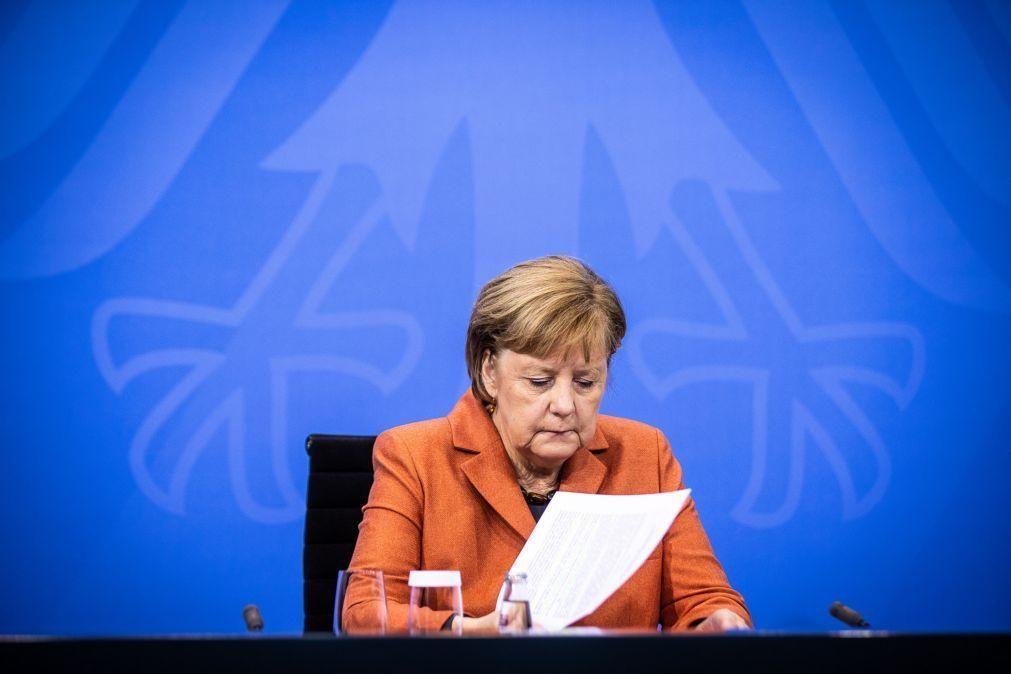 Covid-19: Alemanha encerra escolas e comércio não-essencial até 10 de janeiro