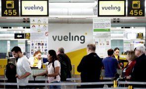 Covid-19: Vueling compromete-se a devolver dinheiro a passageiros afetados