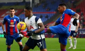 Tottenham cede empate em dérbi londrino e fica à mercê do Liverpool