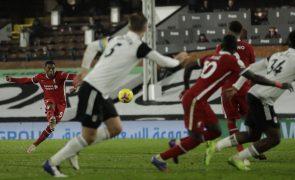 Liverpool empata com Fulham e mantém-se 'colado' ao Tottenham no topo