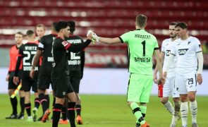 Bayer Leverkusen assume liderança isolada da 'Bundesliga' seis anos depois