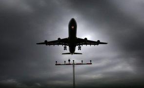 Covid-19: Restrições nos voos de fora da UE prolongadas até final do ano