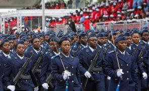 Presidente angolano quer privados a produzir bens de consumo para militares