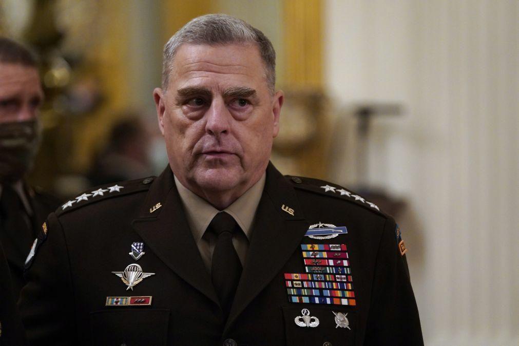 Afeganistão: Chefe militar dos EUA encontrou-se com negociadores de paz talibãs