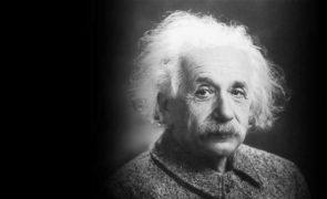 """Albert Einstein denunciado à polícia por """"erro"""" na Teoria da Relatividade"""