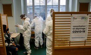 Covid-19: Número de casos diários em França volta a subir acima de 18 mil