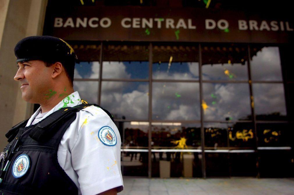 Banco Central brasileiro reduz para 4,4% projeção de queda do PIB em 2020