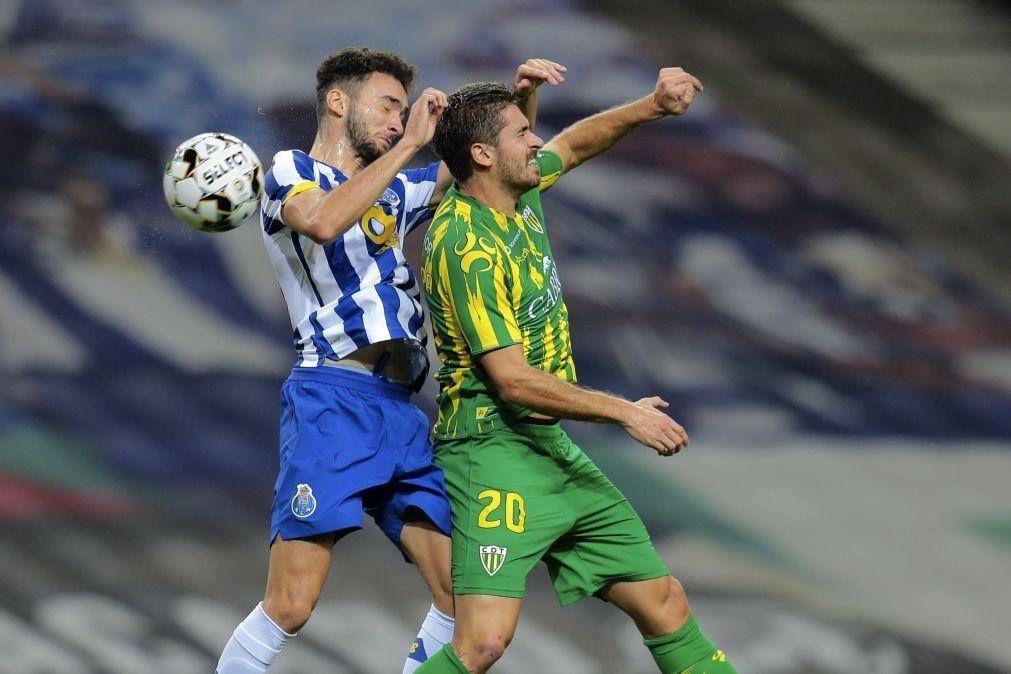 FC Porto anuncia renovação do contrato de João Mário até 2025