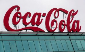 Coca-Cola vai eliminar mais de dois mil postos de trabalho em todo o mundo