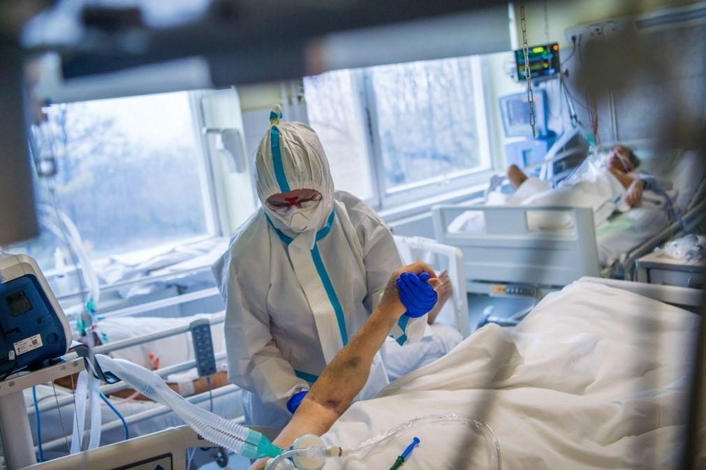 Covid-19: Maior taxa de mortalidade e mais internamentos do que gripe sazonal