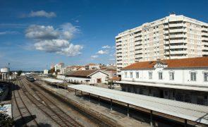 Utentes da Linha do Oeste reivindicam passes para Lisboa ao mesmo preço da rodovia