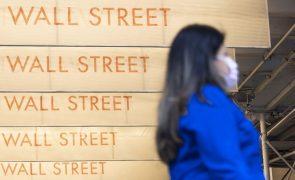 Wall Street cai após novos máximos na sessão anterior