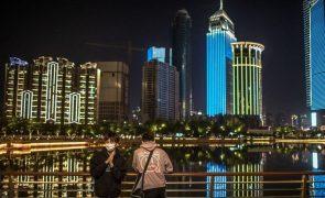 Covid-19: Equipa vai a Wuhan sem supervisão de Pequim
