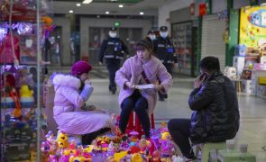 Covid-19: China regista 17 casos em 24 horas, três de contágio local e 14 importados