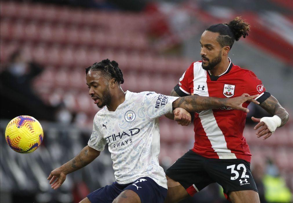 Sterling assegura vitória e aproxima Manchester City dos lugares de 'Champions'