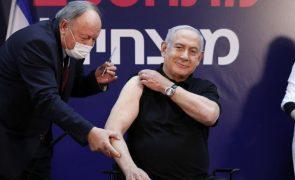 Covid-19: Benjamin Netanyahu inaugura campanha de vacinação nacional em Israel