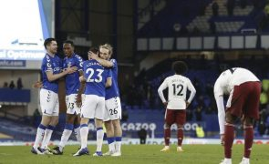 Everton acentua crise do Arsenal e sobe ao segundo lugar da 'Premier League'