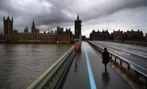 Covid-19: OMS apela à Europa para «reforçar os controlos» devido à nova variante