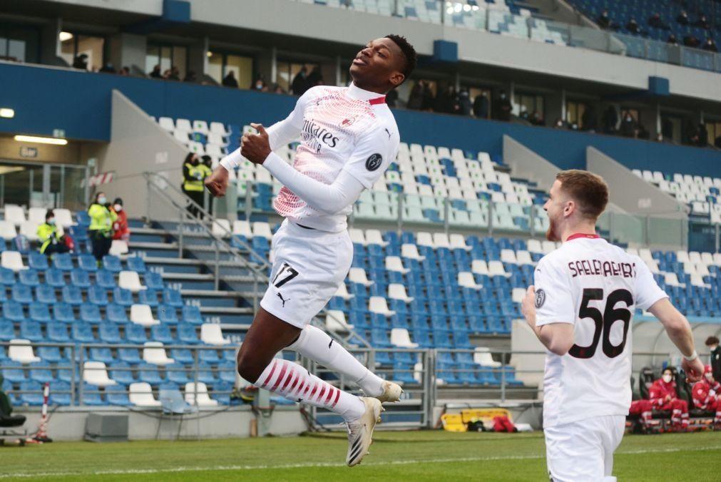 Golo recorde de Leão embala líder AC Milan para regresso às vitórias em Itália