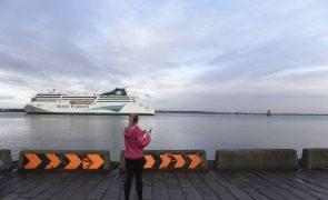 Covid-19: Irlanda também vai impor restrições a voos e 'ferry' oriundos do Reino Unido