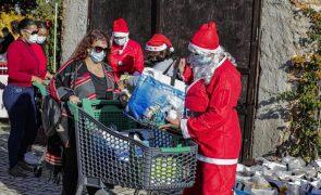 'Padrinhos' satisfazem pedidos de Natal de crianças carenciadas de Faro