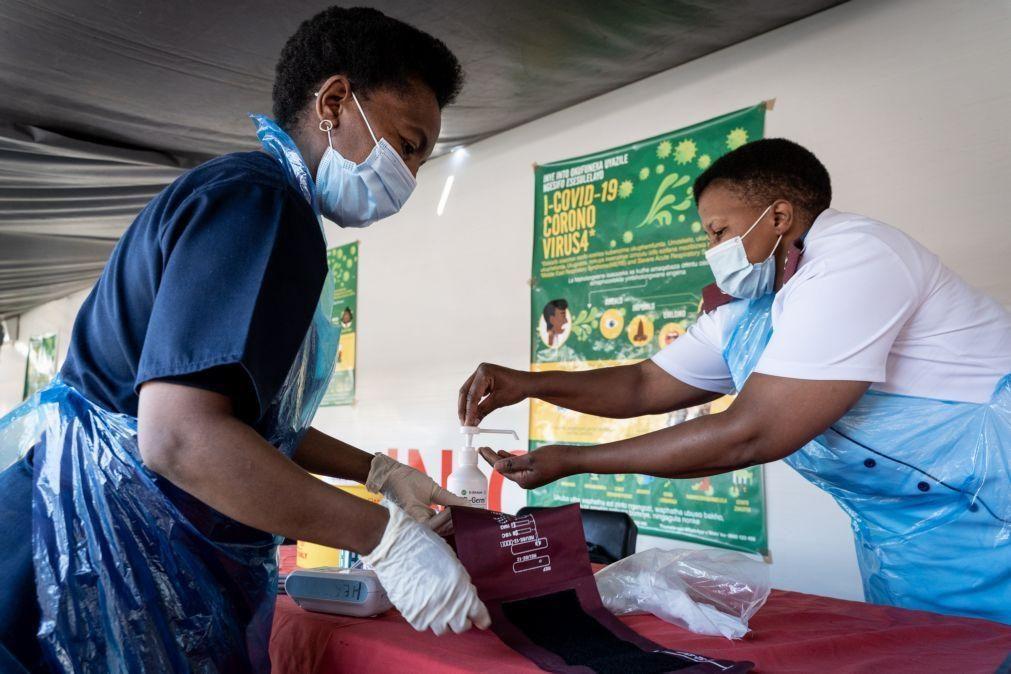 Covid-19: Nova variante do vírus acelera propagação da doença na África do Sul