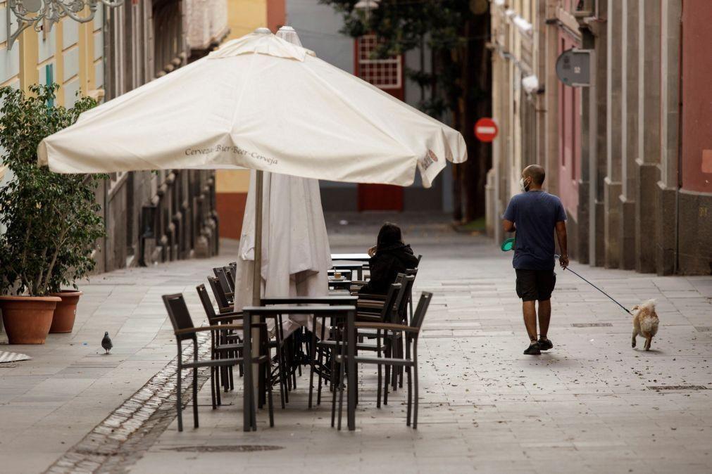 Covid-19: Espanha regista mais de 22.000 novos casos desde sexta-feira e 334 mortes
