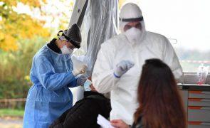 Profissionais de saúde dispensados de provar incapacidade quando estiverem infetados