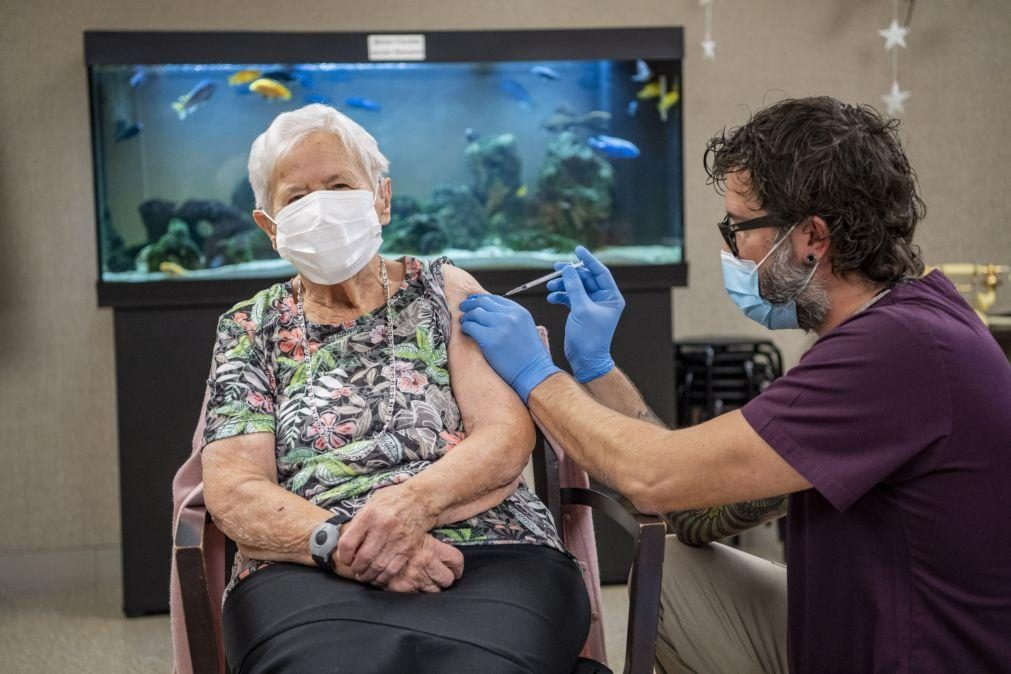 Covid-19: Suíça lança primeira campanha de vacinação da Europa continental