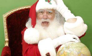 Este homem veste-se de Pai Natal há 20 anos. Agora, está em teletrabalho